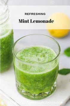 Refreshing mint lemonade recipe perfect to beat the heat on really hot summer days! Refreshing mint lemonade recipe perfect to beat the heat on really hot summer days! Mint Smoothie, Fruit Smoothie Recipes, Smoothie Drinks, Flavored Lemonade, Mint Lemonade, Healthy Juices, Healthy Smoothies, Breakfast Smoothies, Mint Recipes