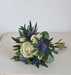 Mini bouquets for your bridesmaids. Blue, green and white.