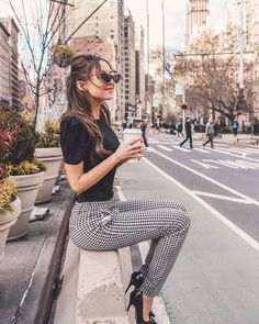 Black top and pumps with plaid pants Lass dich inspirieren: Unsere Business Outfit Damen Source by business outfits Office Outfits Women, Summer Work Outfits, Casual Work Outfits, Mode Outfits, Work Attire, Classy Outfits, Fashion Outfits, Office Attire, Chic Outfits
