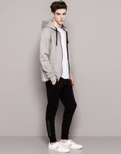 SWEATPANTS - TROUSERS AND SHORTS - MAN - PULL&BEAR Spain