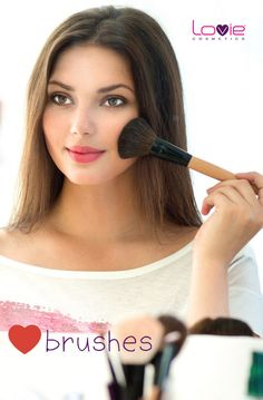 We LOVIE Brushes!!! Βρείτε τα κατάλληλα αξεσουάρ μακιγιάζ για ένα τέλειο αποτέλεσμα!  #lovie #brushes #makeup #accessories #makeup #professional #makeup #artist
