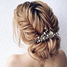 Gorgeous bridal hairstyles ,Messy updo hairstyles | updo hairstyle #messyupdo #bridalupdo #weddinghairstyle #weddingupdo #chignon #weddinghairstyles #bridehair #upstyle #updohairstyles #weddinghair