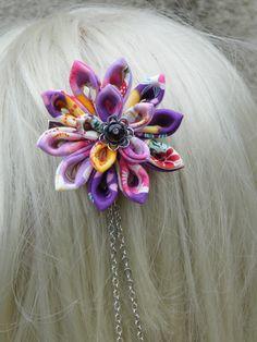 barrette fleur kanzashi tsunami tissus japonais fleuris n°2 : Accessoires coiffure par les-accessoires-de-capucine