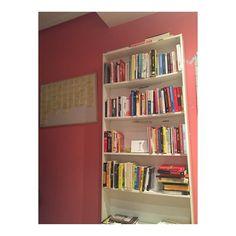 Me gusta tener una librería siempre a mano. Que libro creeis que le falta? __ #eugeoller #euge #lector #leer #libreria #libros #libro #lecturarápida #lecturarecomendada #lectora #leer #lecturarápida #empresario #eugeoller