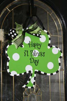 St. Patricks day Shamrock door decor, personalized St. Patrick's Day decorations ideas, St. Patrick's Day Crafts inspirations#st patricks day craft