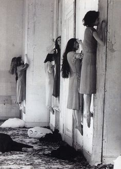 slobbering: Visual from the 1977 German expressionist dance performance of Blaubart (Bluebeard) choreographed by Pina Bausch. It was the inspiration for scenes of American Horror Story: Coven. Pina Bausch, Images Terrifiantes, Google Images, Creepy Pictures, Scary Photos, Creepy Images, Scary Picture, Picture Site, Haunting Photos