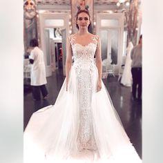 "3,999 tykkäystä, 58 kommenttia - Eleanor Tomlinson (@eleanortomlinson) Instagramissa: ""2 days and counting... ♥️ @loveweddingrepeat 👰🏼🤵🏻 @netflixfilm  #loveweddingrepeat  #weddingdress"" Elegant Wedding Dress, Wedding Dresses, Eleanor Tomlinson, Demelza, Poldark, British Actresses, Most Beautiful, Singer, Costumes"