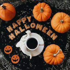Halloween, pumpkin, and autumn image Happy Halloween, Casa Halloween, Fröhliches Halloween, Adornos Halloween, Hallowen Costume, Halloween Treats, Halloween Decorations, Halloween Centerpieces, Peanuts Halloween