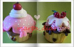 Cupcake+em+biscuit+.Valor+da+unidade+Serve+para+decorar,lembrancinha,etc+Pedido+mínimo+de+10+unidades.+Tam.+aprox.10+cm R$ 20,00