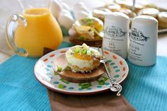 Egg and Sausage Cups   by www.thehungryhousewife.com  #breakfast #eggs