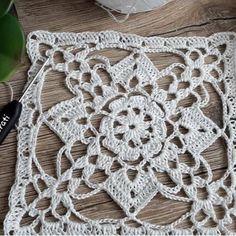 "385 curtidas, 3 comentários - Crocheted love (@bushra_ghallab) no Instagram: ""#easysquare#crochet #colorful #crocheters #crochetgeek #crochethook #crochetgeekfamily #crochetmood…"""