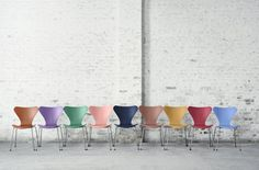 One of Arne Jacobsen's most popular creations, the Series 7 chair from Fritz Hansen(a Meadows Office preferred partner), gets a splash of color to mark its anniversary. Arne Jacobsen, Fritz Hansen Chair, Chaise Masters, Chair Design, Furniture Design, Love Vintage, Muuto, R Colors, Kartell