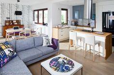 Kuchnia otwarta na salon. 9 aranżacji kuchni z salonem