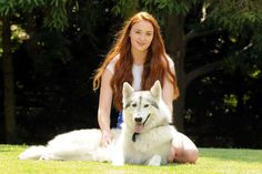 Sophie Turner with wolf -03