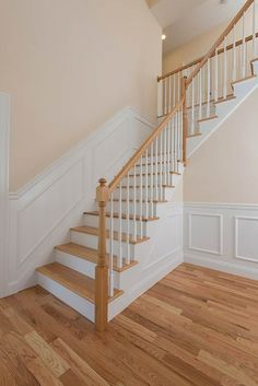 Check out this interesting modern staircase - what an ingenious design New Staircase, Staircase Remodel, Staircase Railings, Modern Staircase, Staircase Design, Bannister, Stair Moulding, Stair Walls, Staircase Makeover