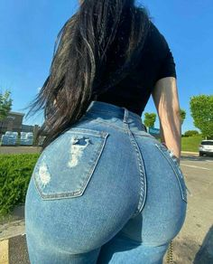 Vrod Harley, Superenge Jeans, Curvy Girl Outfits, Curvy Models, Some Girls, Curvy Women Fashion, Best Jeans, Girls Jeans, Edgy Outfits