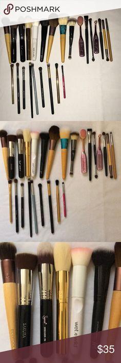 Bundle of makeup brushes Bundle of makeup brushes. Includes sigma, Tarte, and It cosmetics. tarte Makeup Brushes & Tools