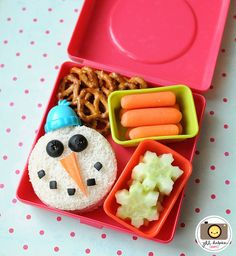Love this snowman themed bento lunches for kids idea! It is amazing what you can do with a little imagination and some small cookie cutters!...For more ideas for school lunches visit http://school-lunch-ideas.net