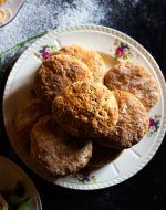 Cheese and Herb Scones Cranberry Scones, Savory Scones, French Toast, Herbs, Cheese, Breakfast, Recipes, Food, Morning Coffee