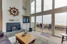 Beautifully furnished and exceptionally cozy, this Rockaway Beach vacation rental invites you to kick back and relax with stunning oceanfront views, bright and spacious rooms, and plenty of modern conveniences. Read reviews from real guests.