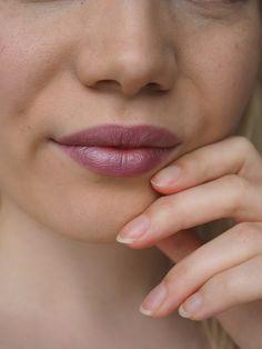 Light violet lipstick - Zuii Organic Fig