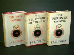 The LotR Trilogy - J. Tolkien I refuse to gush about this series.If you haven't read them you cannot call yourself a real fantasy fan! Nuff said! I Love Books, Great Books, Books To Read, My Books, Book Club Books, The Book, Book Lists, Book Series, Lotr Trilogy
