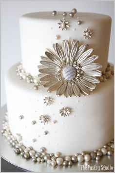 Gold and silver gilded pearls and sugar-paste florals make this design timeless yet modern, by The Pastry Studio.