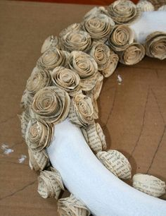 Great use for old books that you hate to throw away.How To Make A Wreath With Paper Book Pages Great how to instructions Great use for old books that you hate to throw away.How To Make A Wreath With Paper Book Pages Great how to instructions Old Book Crafts, Book Page Crafts, Newspaper Crafts, Newspaper Paper, Newspaper Flowers, Wreath Crafts, Diy Wreath, Paper Wreaths, Book Wreath