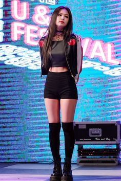Blackpink Jennie Drops Jaws With Her Perfect Figure! Stage Outfits, Kpop Outfits, Korean Outfits, Cute Outfits, Work Outfits, Blackpink Fashion, Asian Fashion, Fashion Outfits, Dress Fashion