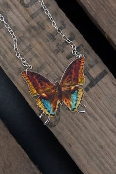 Colourful handmade vintage butterfly necklace by Little Rat´s Boutique. Butterfly Pendant, Butterfly Necklace, Butterfly Wings, Diy Jewellery, Jewelry, Vintage Butterfly, Vintage Colors, Handmade Necklaces, Arrow Necklace
