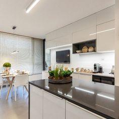 Su uso óptimo es en aplicaciones de interior como mesadas de cocina, alzadas, mesadas de baño y mesas, con la máxima garantía de higiene y fácil mantenimiento.
