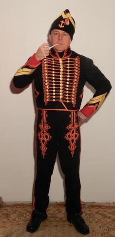 """Maitre d'equipage de Marin de la Garde: full dress (Reproduction). The buttons are slightly rounded, they are stamped with the imperial eagle. The braid on the dolman is in fact a triple """"soutache"""" specially recreated on an old weaving loom, the gold and crimson squared cord has also been recreated."""
