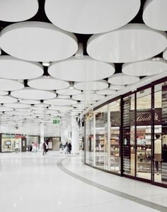 Торговый центр Stachus Passagen Shop Front Design, Mall Design, Lobby Design, Retail Design, Lobby Interior, Office Interior Design, Food Court Design, Shopping Mall Interior, Shoping Mall