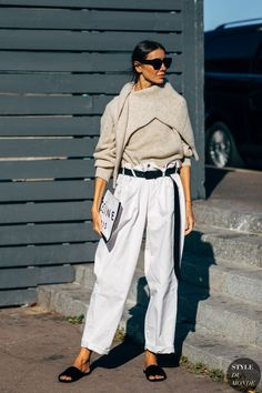 The Effortless Style We're Stealing From Fashion Week High Street Fashion, Fashion Week Paris, Fashion 2018, Fashion Trends, Women's Fashion, Fashion Black, Curvy Fashion, Fashion Clothes, Fashion Boots