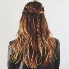 Half Up, All In - Geri gets it again with a half-up macrame braid that is nothing short of perfection.Photo: @gerihirsch