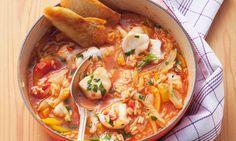 Impressione lá em casa com a receita de arroz de tamboril, malandrinho, com um paladar fresco, graças aos coentros e à hortelã