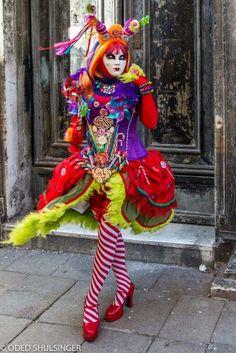 Venetian Costumes, Venetian Carnival Masks, Carnival Of Venice, Masquerade Costumes, Cool Halloween Makeup, Unique Halloween Costumes, Halloween Cosplay, Circus Costume, Carnival Costumes