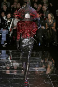 Alexander McQueen at Paris Fashion Week Fall 2009 - StyleBistro