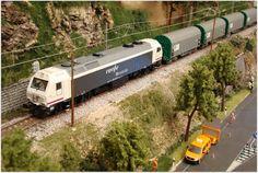 Mantenimiento invernal VIAM (C. de Madrid). Escala H0.  Locomotora diesel 333.335 RENFE Mercancías con vagones bobineros Shlmms. Escala H0.