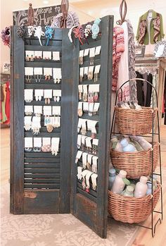 Old shutters earrings display / storage. Great for a display in a store, or at a craft or boutique sale! Nice at home for hook / fishhook / wire pierced earrings. Craft Fair Displays, Market Displays, Retail Displays, Window Displays, Craft Booths, Photo Displays, Merchandising Displays, Diy Shutters, Repurposed Shutters
