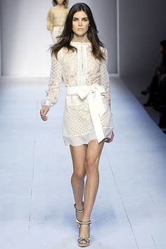 See the complete La Perla Spring 2007 Ready-to-Wear collection.
