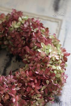 Couronne d'hortensias demi-sec aux teintes rosées