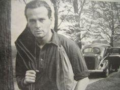 Erik Hazelhoff ookwel bekent als de soldaat van oranje, door zijn werk als nederlandse verzetsstrijder, oorlogspiloot, radiomedewerker en schrijver