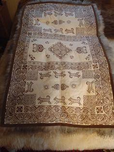 Bilderesultat for skinnfell Sheep Farm, Sheepskin Rug, Old Furniture, Textile Art, Norway, Scandinavian, Crafty, Blankets, Folk