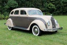 1935 DESOTO AIRFLOW 4-DOOR SEDAN