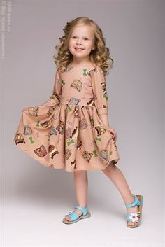 Детское бежевое платье с принтом