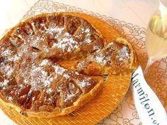 Poudre d'amande, oeuf, sucre en poudre, abricot, sucre vanillé, crème fraîche liquide, pâte brisée