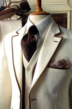 Awesome Men's ivory blazer piped in brown, contrasting knit vest, ivory shirt & brown tie w/ ivory polka dots. This is totally sophisticated. I want this blazer! Looks Style, Looks Cool, My Style, Daily Style, Mode Masculine, Sharp Dressed Man, Well Dressed Men, Herren Style, Knit Vest