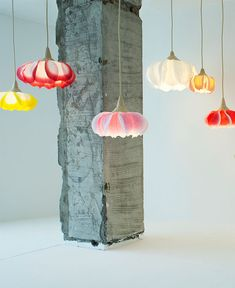 Flower lamps made from washi paper by Sachie Muramatsu Washi, Diy Pendant Light, Diy Light, Flower Lamp, Jar Chandelier, Porch Lighting, Lighting Ideas, Handmade Lamps, Mason Jar Lighting