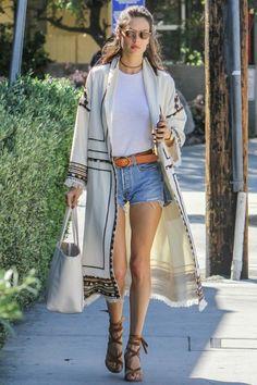 3/23 #アレッサンドラ・アンブロジオ #オープンフロントコート #白Tシャツ #短デニ  海外セレブ最新画像・私服ファッション・着用ブランドまとめてチェック DailyCelebrityDiary*